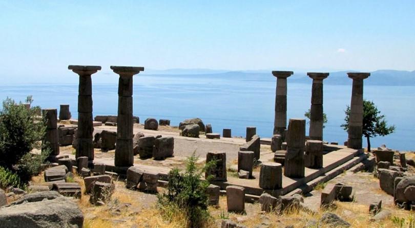 Yoga e storia, praticare nei siti romani e greci della costa egea