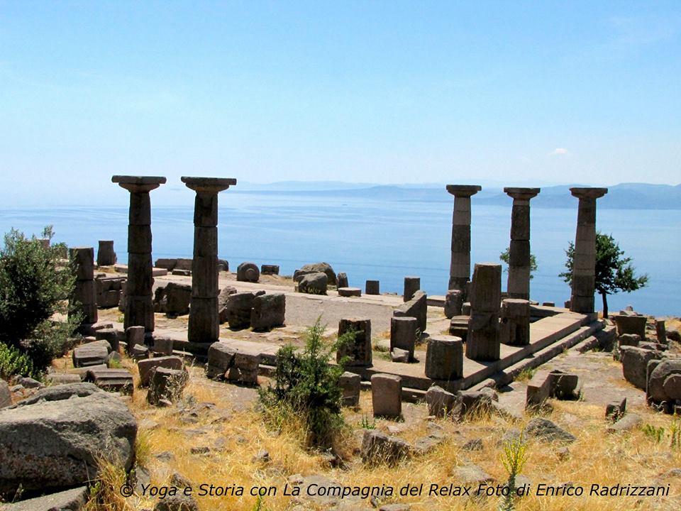 Turchia, Assos, tempio di Atena, in alto alla scogliera, praticheremo yoga e meditazione tra le sue colonne