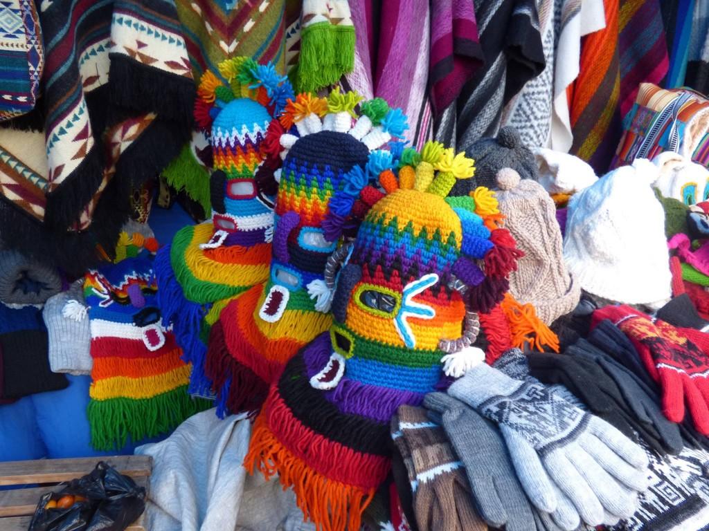 Ecuador, artigianato locale. Foto di Urbano Zavonello