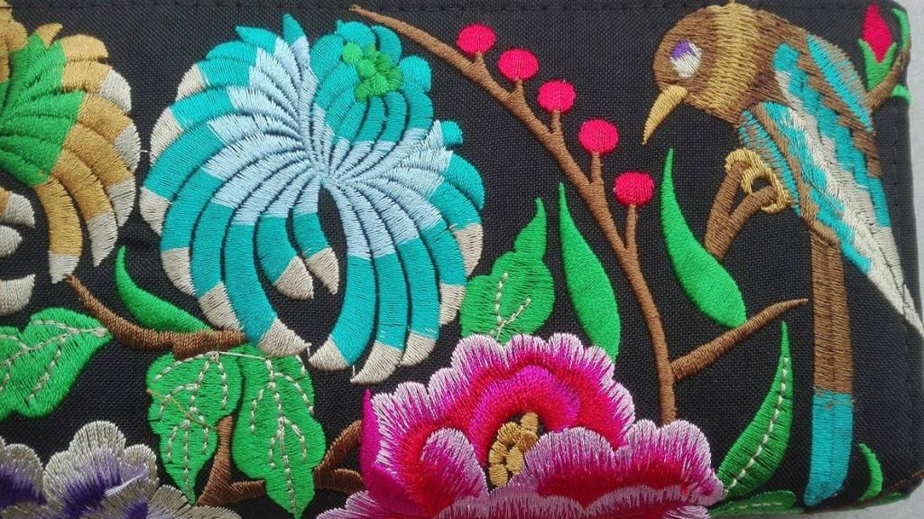 Thailandia, tessuto ricamato, foto di Elena Marani per La Compagnia del Relax.
