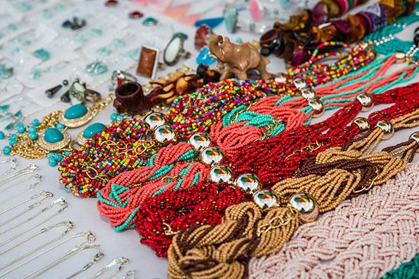 Sudan, artigianato, collane multicolore