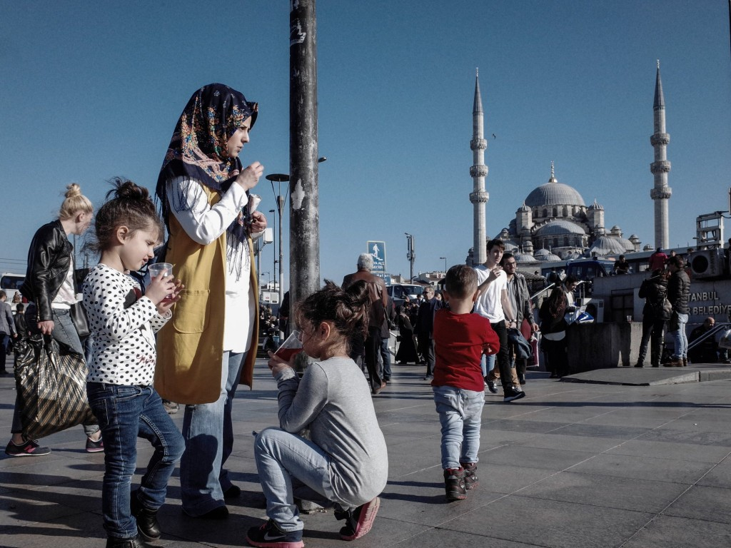 Istanbul, Moschea Nuova, donna e bambini